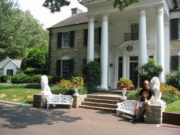 Me in front of the Graceland mansion.
