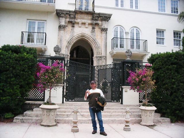 Me, in front of the Versace mansion, on the very steps where the man himself was shot to death by a disgruntled gay lover... not that there's anything WRONG with that!
